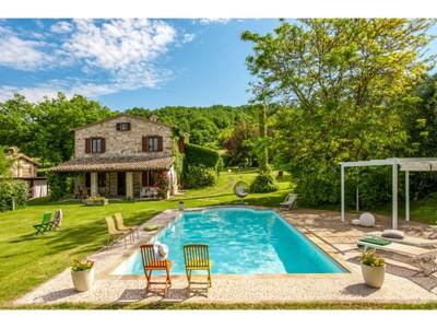 Stone villa with private swimming pool near Urbino in Le Marche