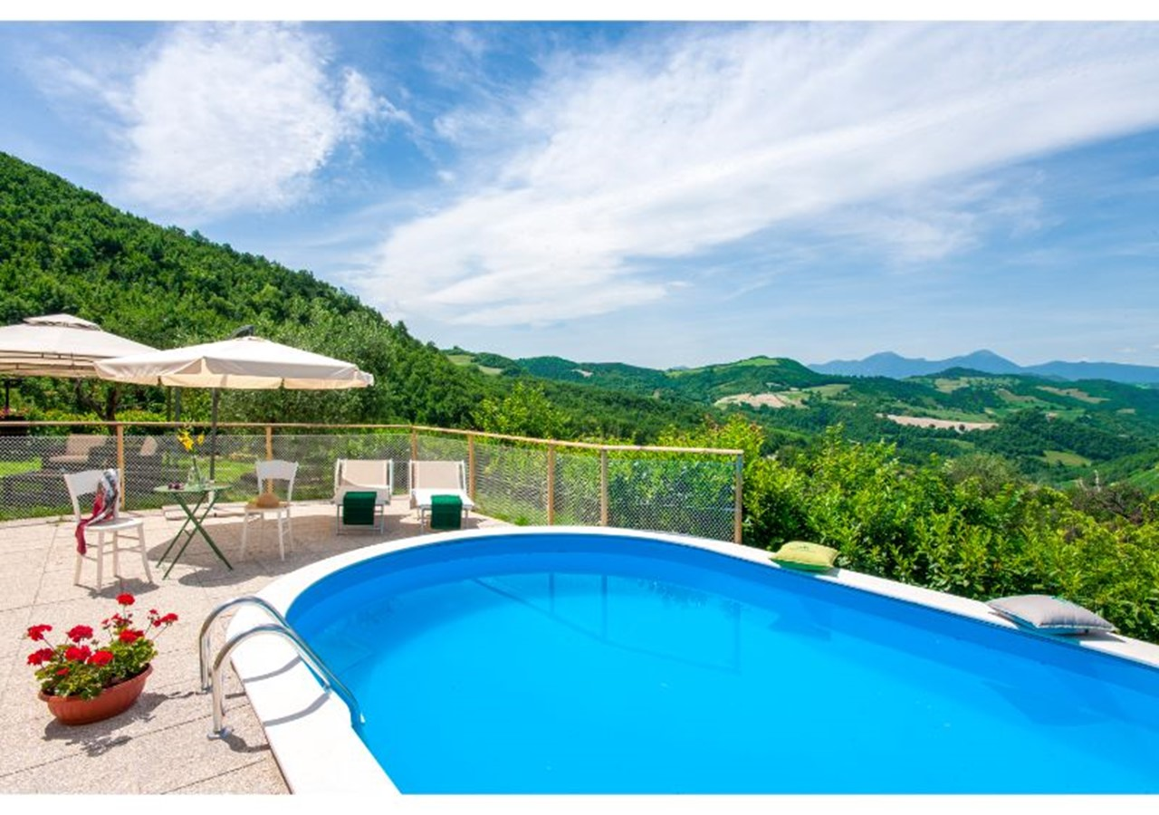 Villa with pool and amazing panoramic views of Le Marche countryside