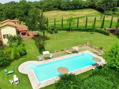 Villa for 14 people with private pool on border of Umbria and Tuscany