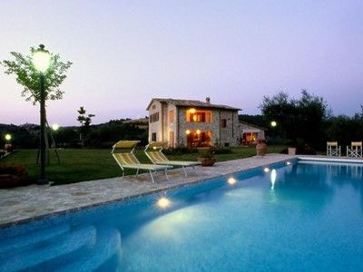 Villa for 10 people with private pool in central Umbria