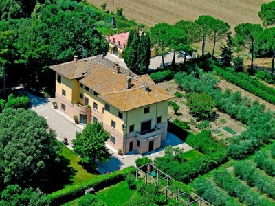 Large villa for 18 people with private pool in Umbria