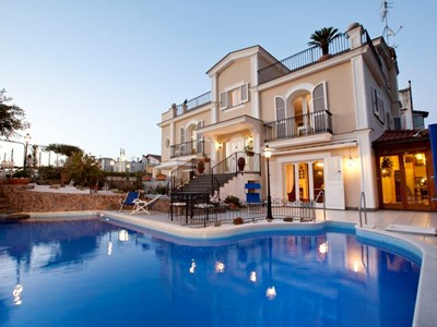 Luxury villa for 12 people in Sorrento town, with private swimming pool