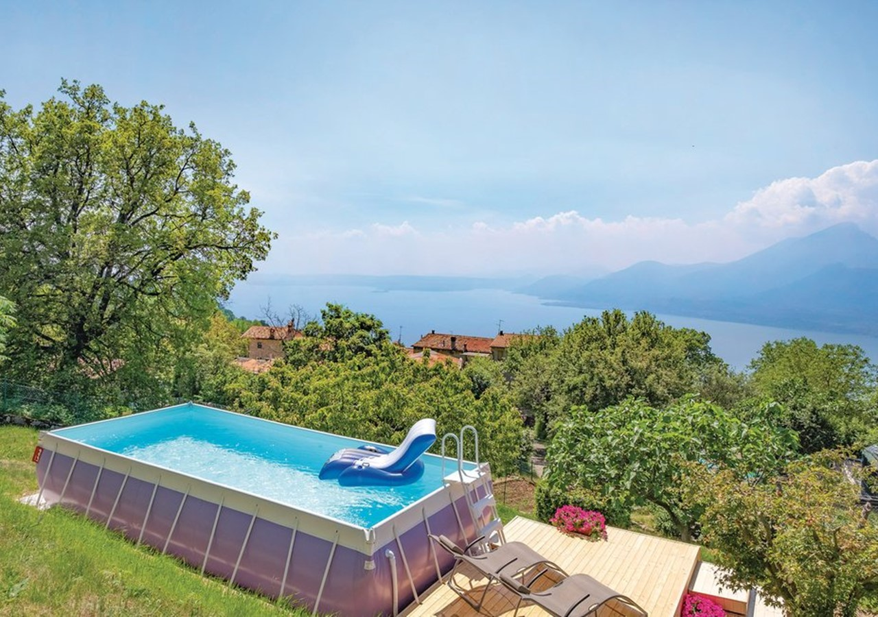 Villa for 6 people with private pool overlooking Lake Garda