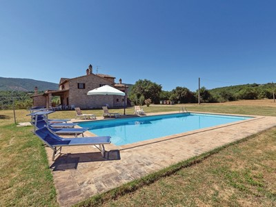 Holiday rentals in Umbria with pool