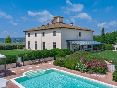 Large villa for 18 people suitable for wedding ceremonies in Tuscany
