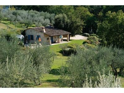Private villa for 4 people near Todi