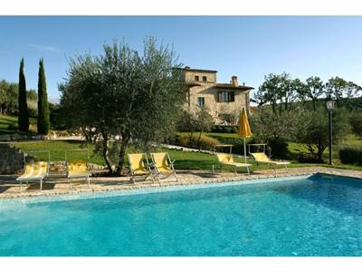 Private villa for 11 people near Todi