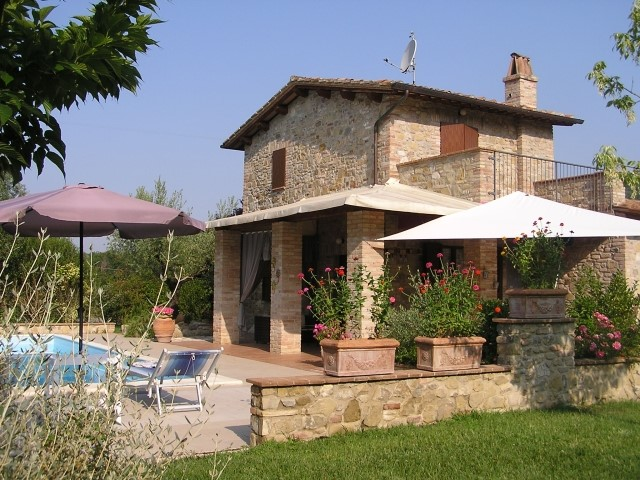 Gorgeous Umbrian stone house for small families