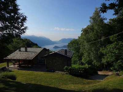 House with great Lake Como views and swimming pool