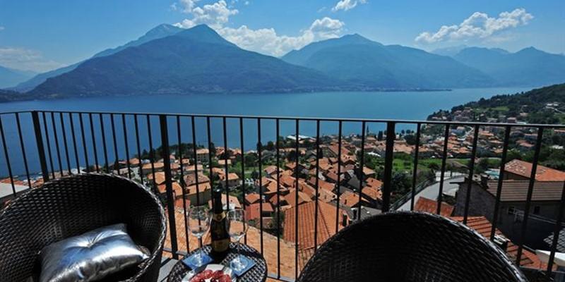 Apartment with wonderful panoramic terrace views of Lake Como