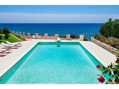 Exclusive luxury Sicily villa with private pool enjoying a seafront position in popular resort of Fontane Bianche