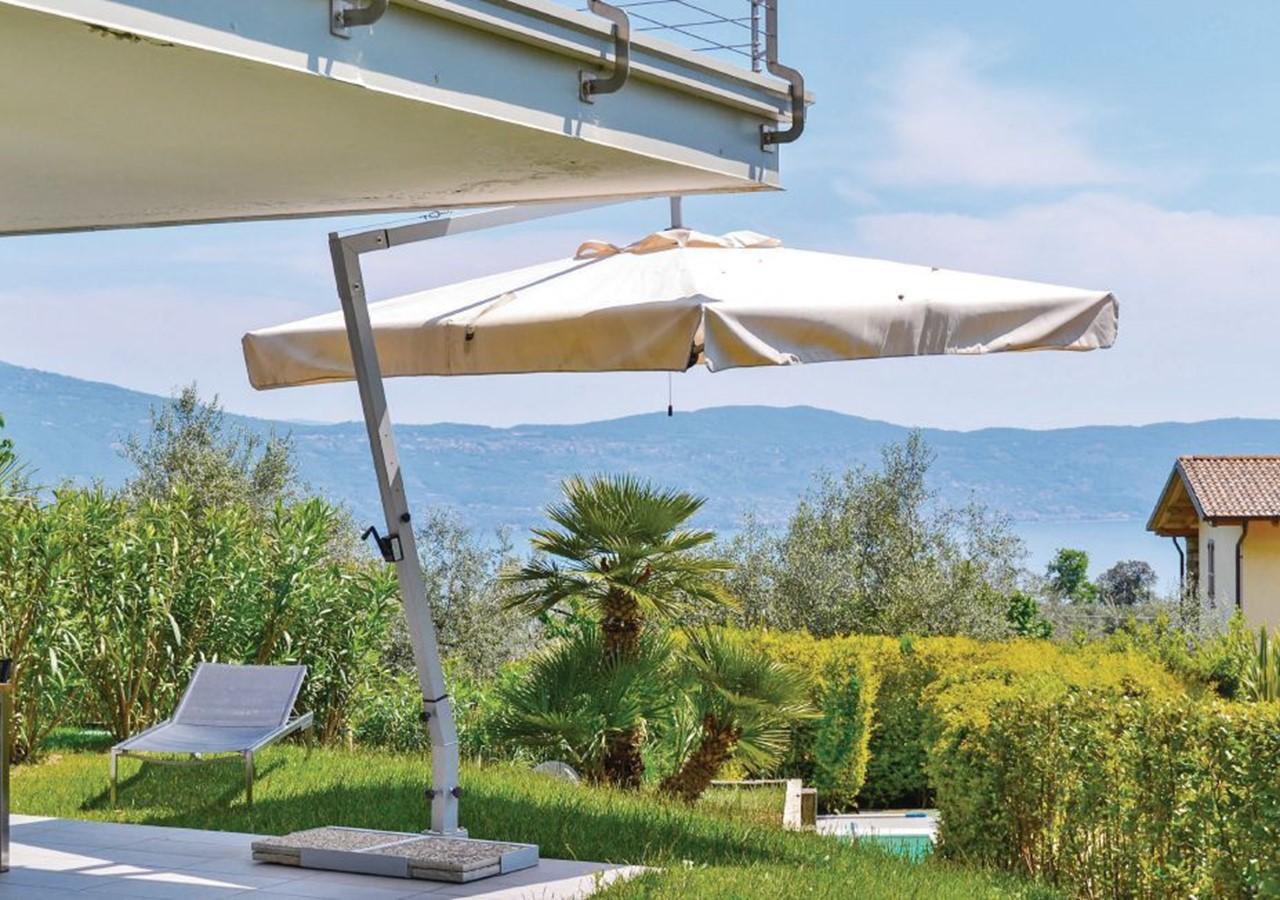 Lake Garda apartment with pool