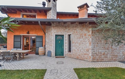 Lake Garda villa with pool