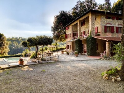 Villa suitable for 18 people in Tuscany with private swimming pool