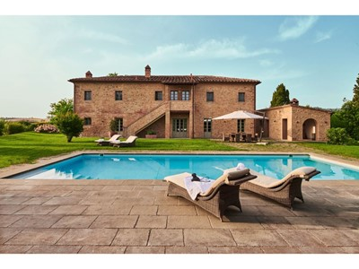 Luxury villa for 10 people with private pool in Tuscany