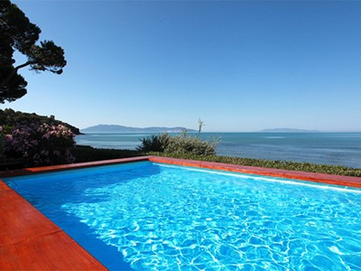 Tuscany villa on the coast with pool