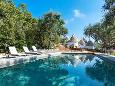 Trulli with private pool for 8 people in the countryside around Monopoli