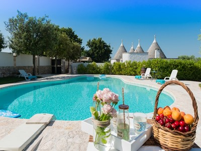 Luxury Trulli complex with private pool near Locorotondo