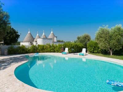 Luxury Trulli for 5 people with shared swimming pool near Locorotondo