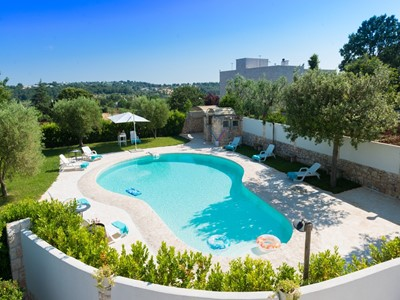 Luxury Trulli for 3 people with shared swimming pool near Locorotondo