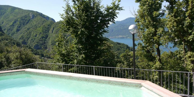 Apartment for 4 people with great views of Lake Como