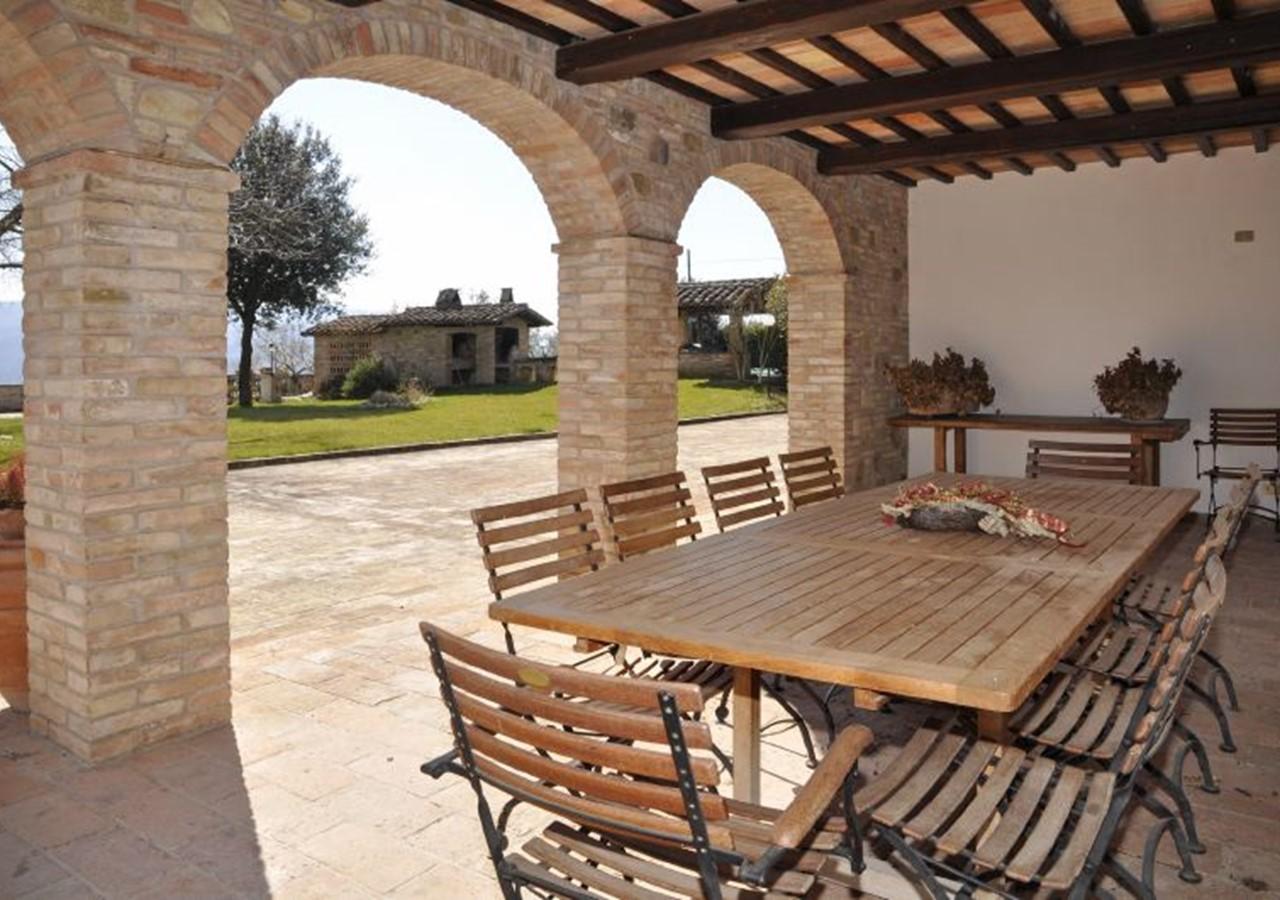 Large Umbria villa with pool