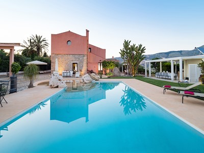 Large villa in Sicily with private pool within walking distance of restaurants & shops