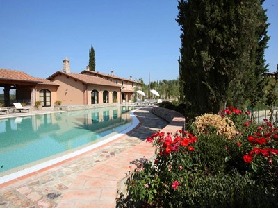 Large villa for 22 people with private swimming pool in central Tuscany