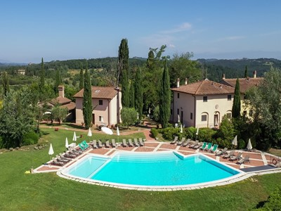 Large villa for 29 people in Tuscany with private swimming pool