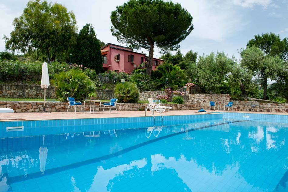 Sicily villa with shared pool