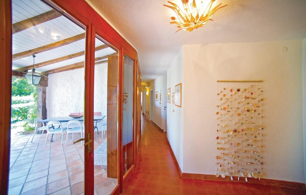 Isd424 Indoor 01