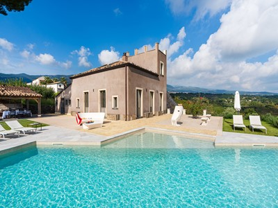 Beautiful villa with private pool on the slopes of Mount Etna in Sicily