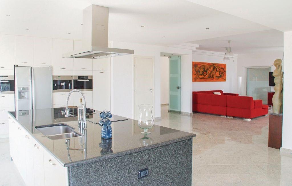 Iss377 Kitchen 01