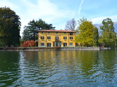 large luxury villa with panoramic views of Lake Annone with large private pool