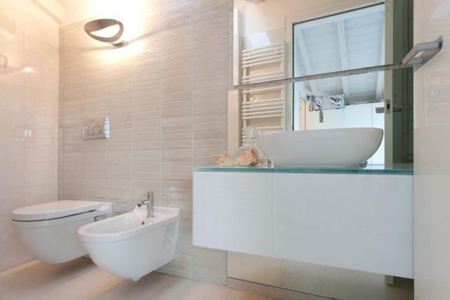 Bathroom 3 Bassa Risoluzione