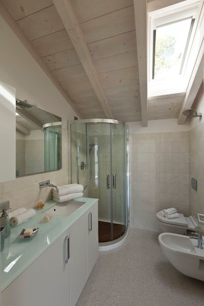 NEW Cigno Del Lago Cottage Bathroom Detail