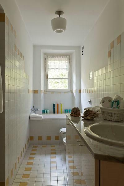NEW Cigno Del Lago Main Villa Bathroom Detail
