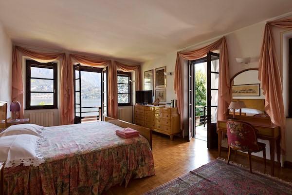 NEW Cigno Del Lago Main Villa Pink Double Bedroom