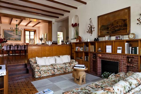 NEW Cigno Del Lago Main Villa Sofa Area