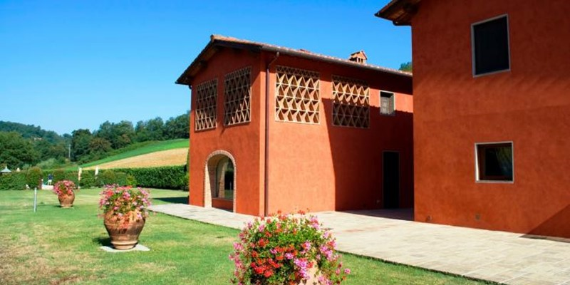 Large 7 bedroomed villa for 18 people with private pool in the Arno Valley of Tuscany