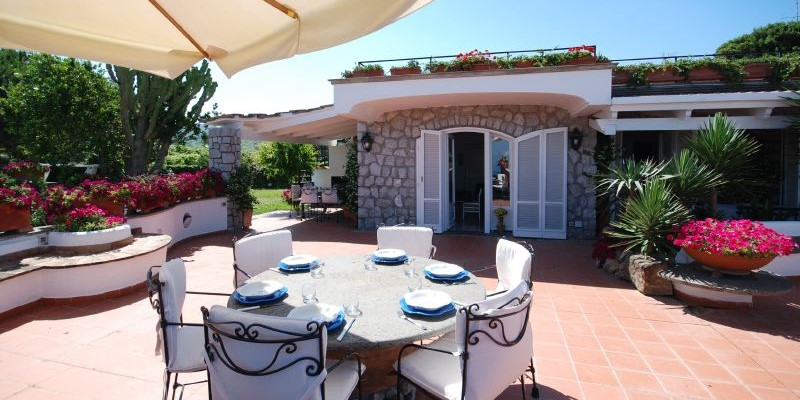 5 bedroomed villa for 9 people with private pool on the Sorrento Coast