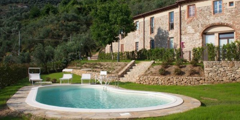 2 bedroomed apartment with swimming pool in northern Tuscany