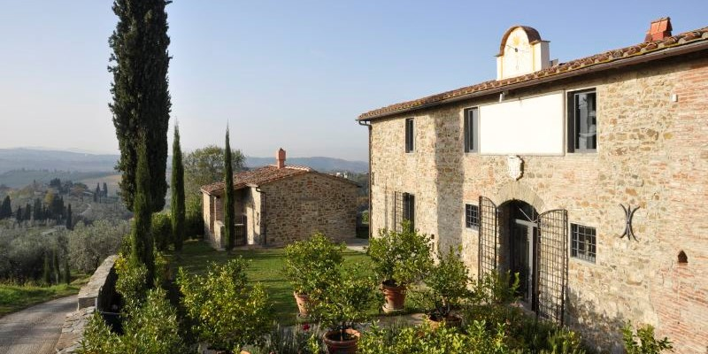 Large villa for 20 people in Tuscany with private pool near Florence