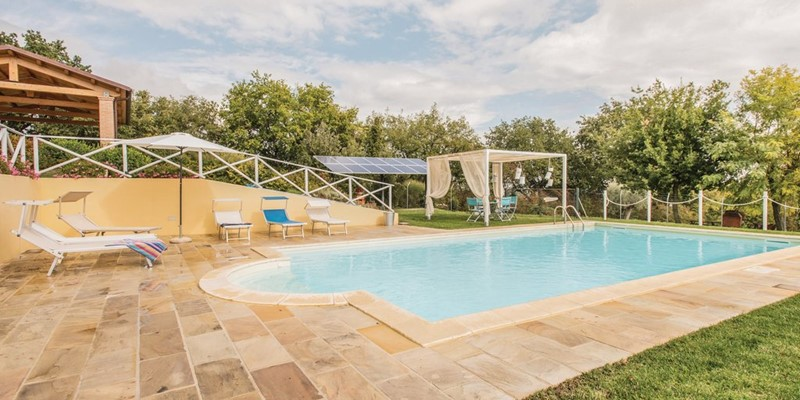 Villa for 8 people with swimming pool and view of the Le Marche countryside