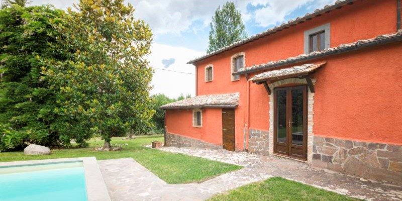 Traditional farmhouse in Lazio with swimming pool. Sleeps 6
