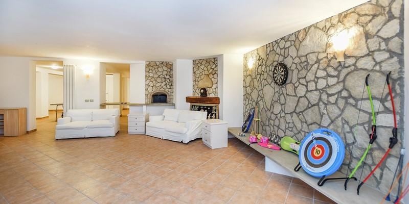 4 bedroomed villa with pool near Lake Bracciano in Lazio