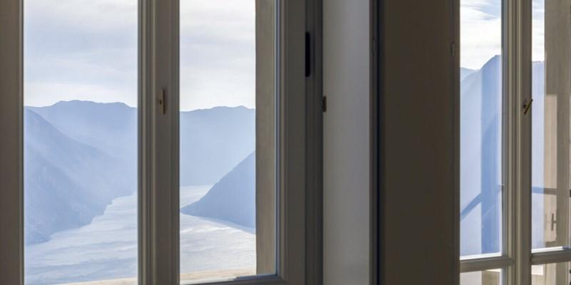 Stunning luxury villa overlooking Lake Como