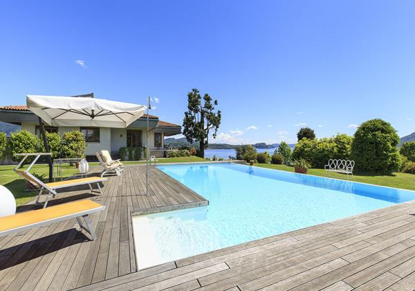 Luxury 3 bedroomed villa with private pool overlooking Lake Maggiore