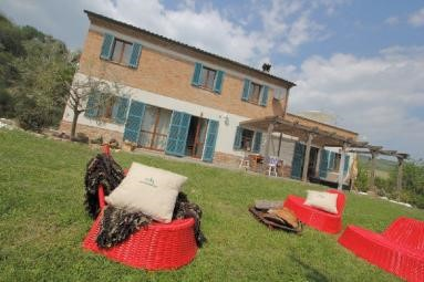 Le Marche villa with pool