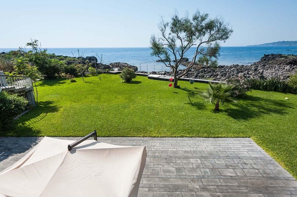 villa in sicily with pool